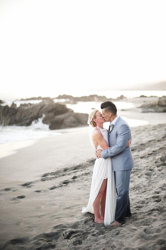 bride and groom kiss on beach in Costa Rica